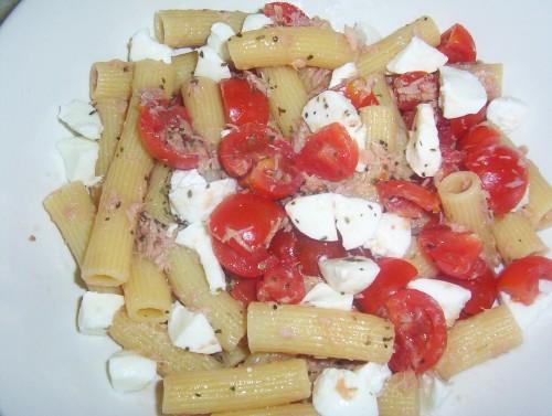 pasta fredda,rigatoni,primo piatto,piatto unico,pasta,pomodorini,tonno,mozzarella,insalata di pasta