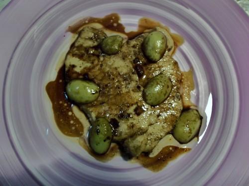 fettine di lonza con uva e aceto balsamico